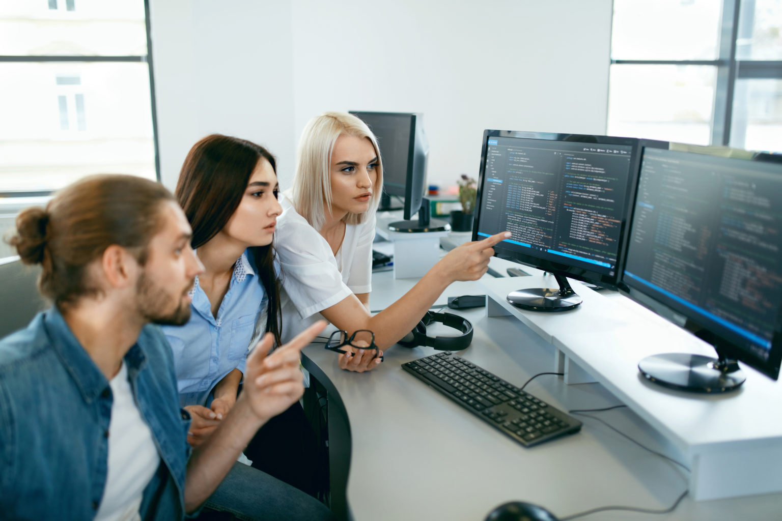 IT会社で働く人々