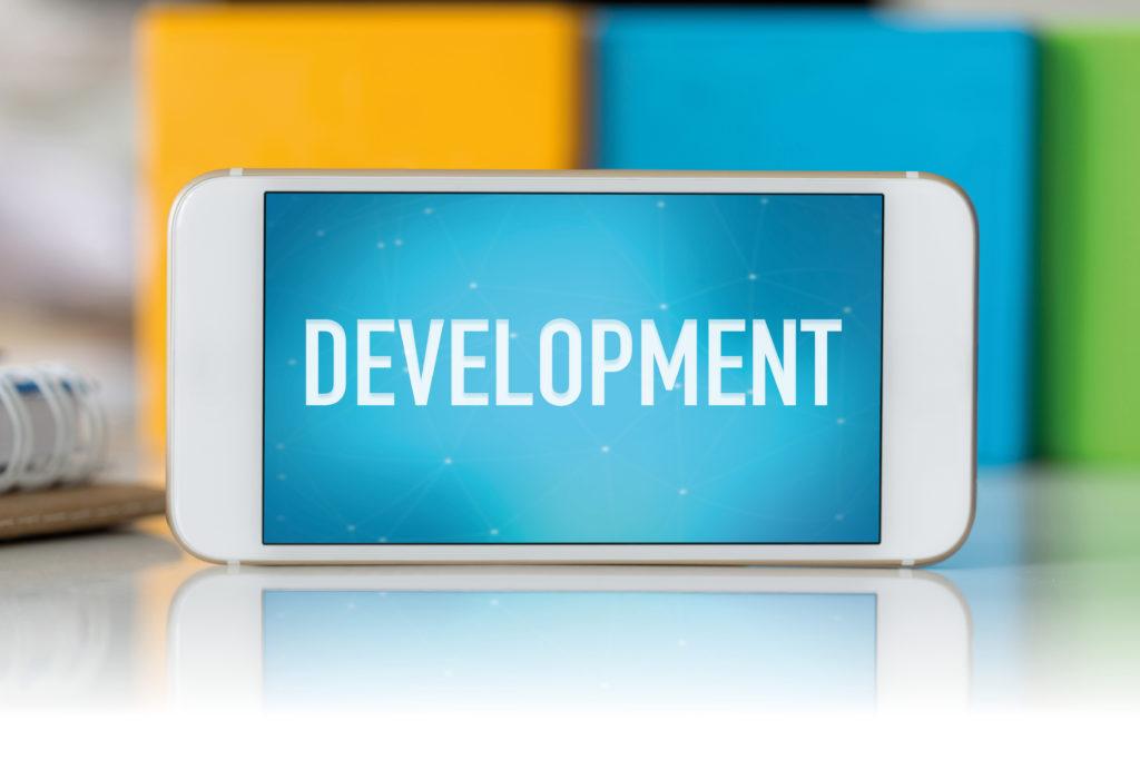 開発中と表示されたスマートフォン画面