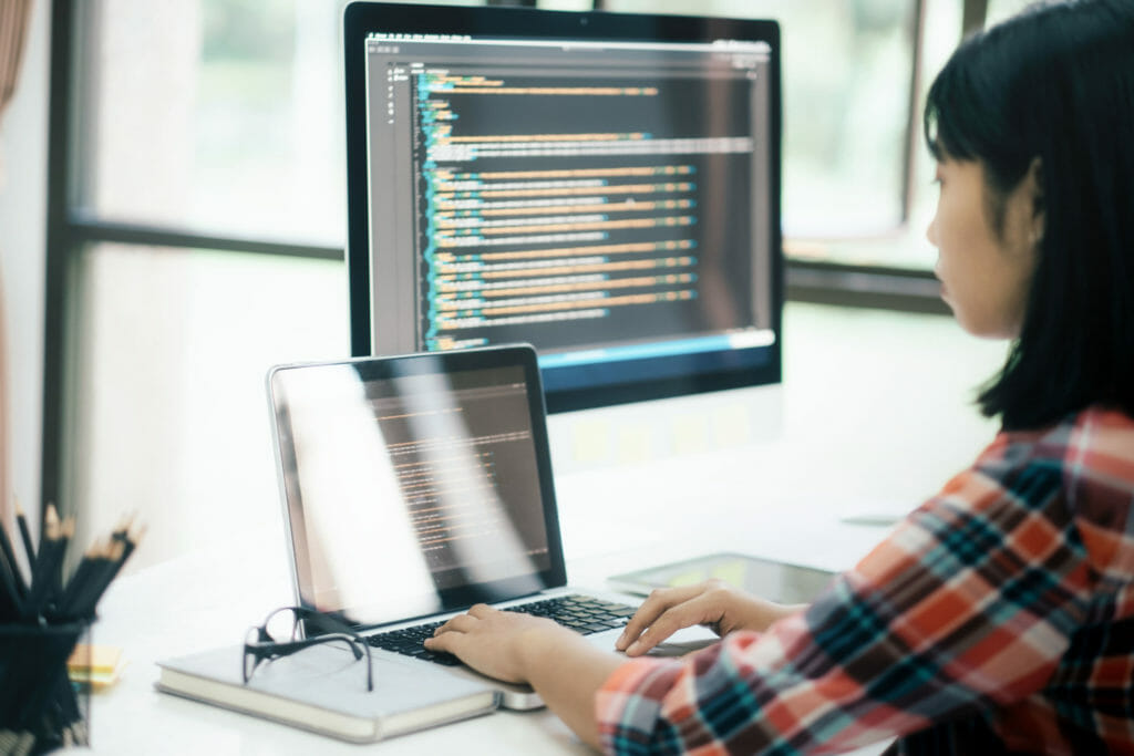 UI/UXを開発するプログラマ