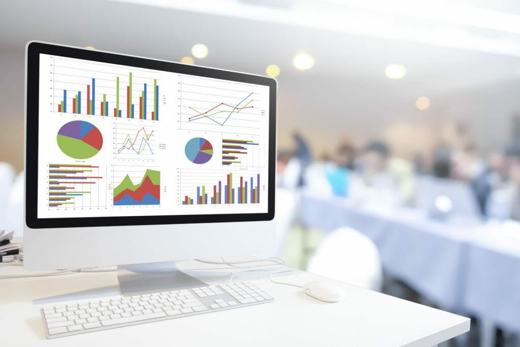 チャートとグラフが出力されている近代コンピュータ