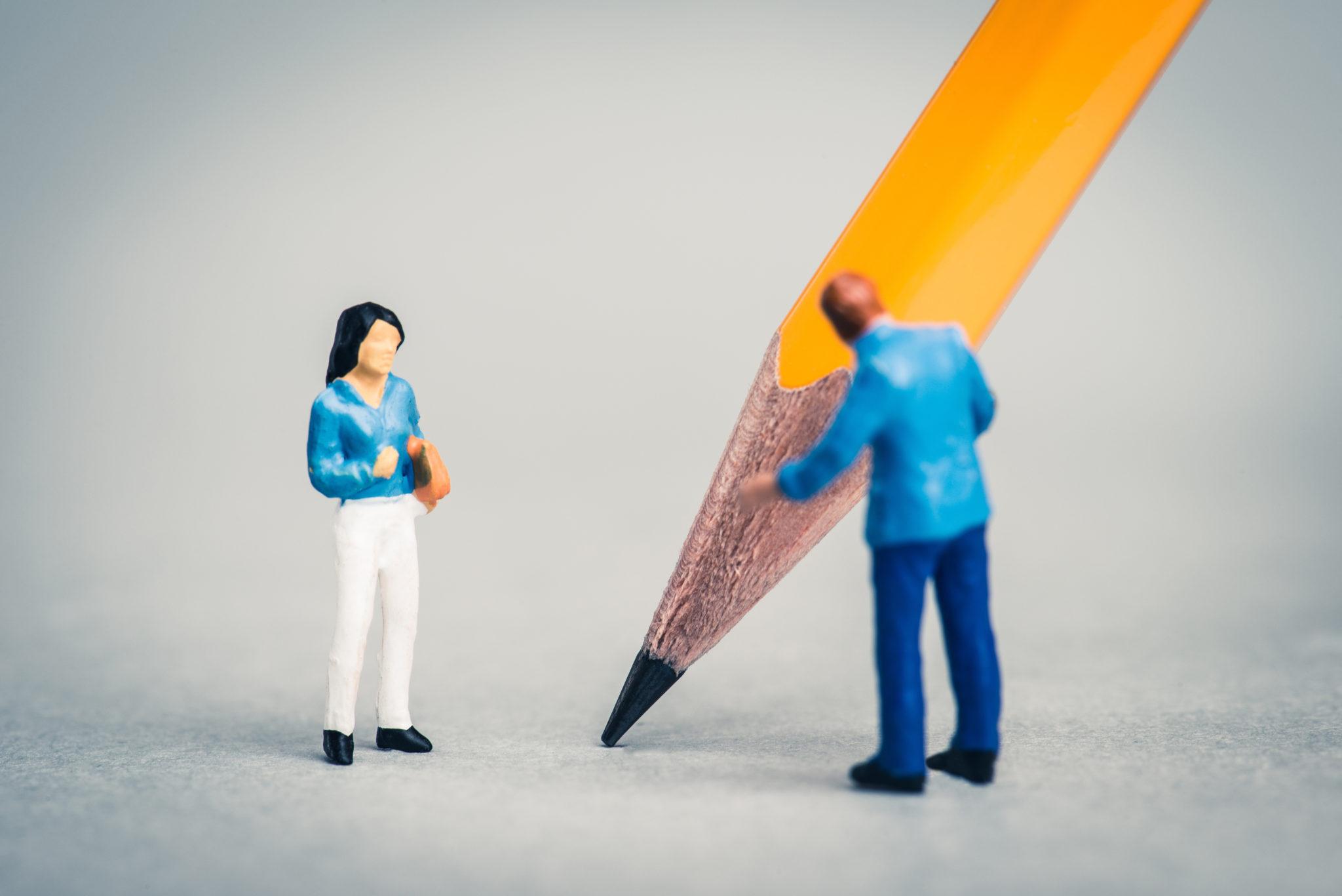 鉛筆とビジネスマン