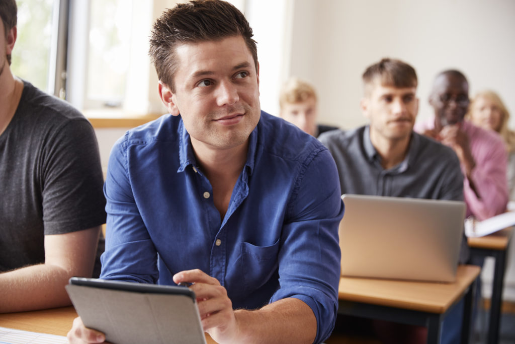 講習会で学ぶ大人
