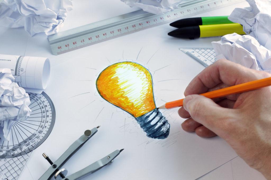 明るいアイディアを持つ