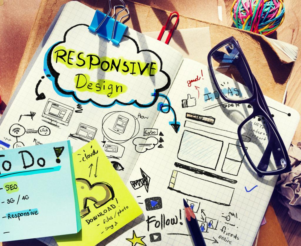 レスポンシブデザインコンセプトのあるデザイナーの机
