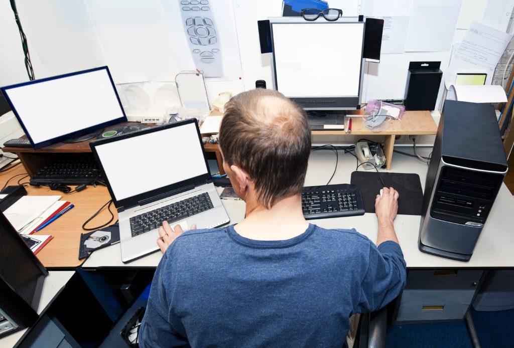複数のコンピューターや画面